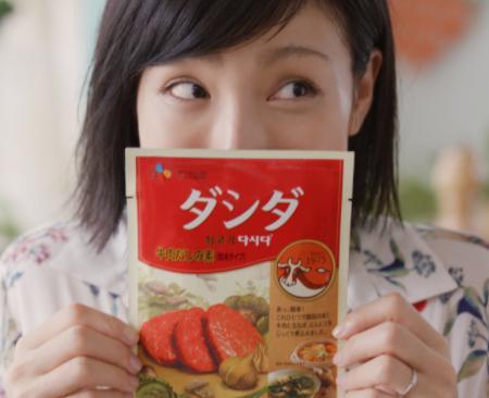 木下優樹菜が韓国の味ダシダを使って本格野菜炒め