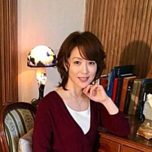 若村麻由美は現在もきれいですね。若い頃と比べたらどうなのでしょうかね?若い頃も探ってみよう!
